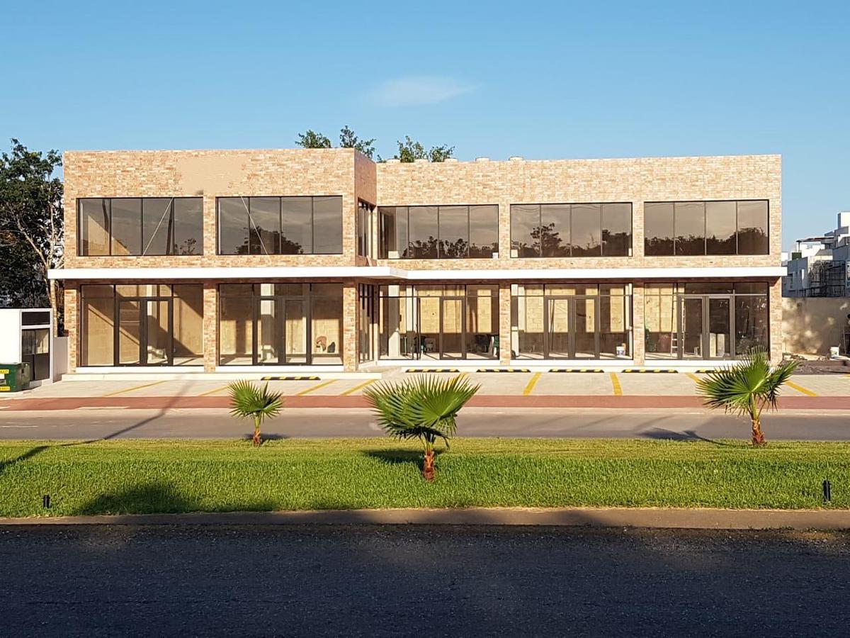 Foto Local en Renta en  Quintana Roo ,  Quintana Roo  Renta Locales en Av. Huayacán Ciudad de Cancún