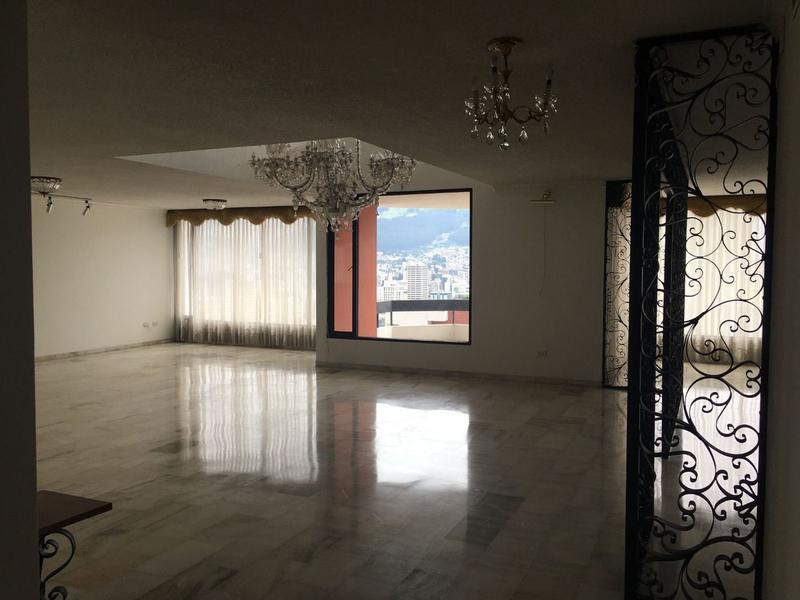 Foto Departamento en Venta en  González Suárez,  Quito  Amplio departamento, linda vista, González Suárez