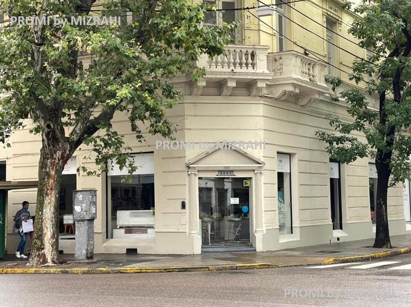 Foto Local en Alquiler |  en  Congreso ,  Capital Federal  Av. Belgrano Esquina Pichincha