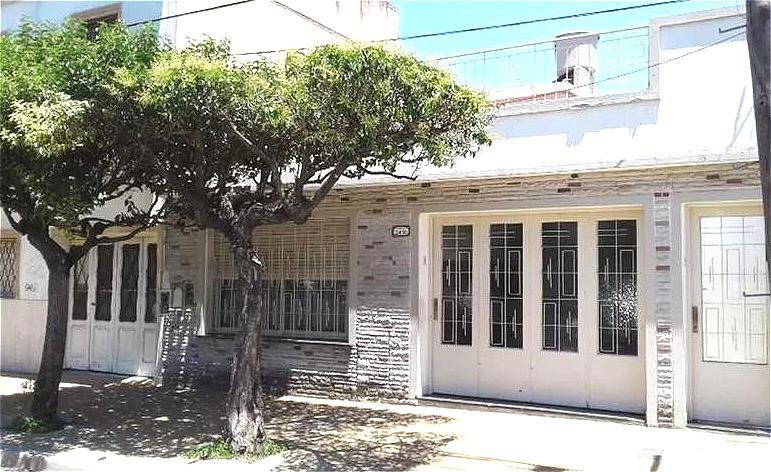 Foto Casa en Venta en  General San Martin,  General San Martin      TALLER AL FONDO 54M2,   Berutti al 2400