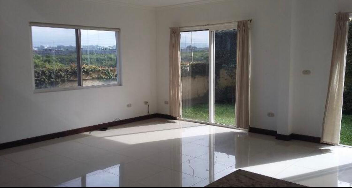 Foto Casa en Venta | Renta en  Escazu,  Escazu  Guachipelín Norte / Jardín / 229 m2 de terreno