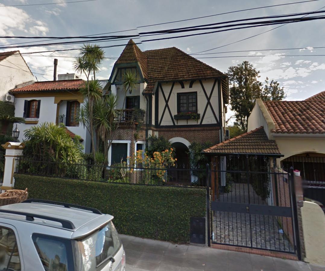 Foto Casa en Venta en  Olivos,  Vicente Lopez  J. B. Alberdi al 900