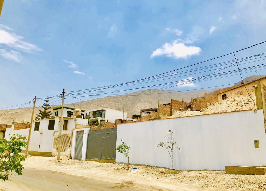 Foto Terreno en Venta en  Lima ,  Lima  Venta de Terreno en la calle los alpes, alt. Cdra 41 - Av La Molina
