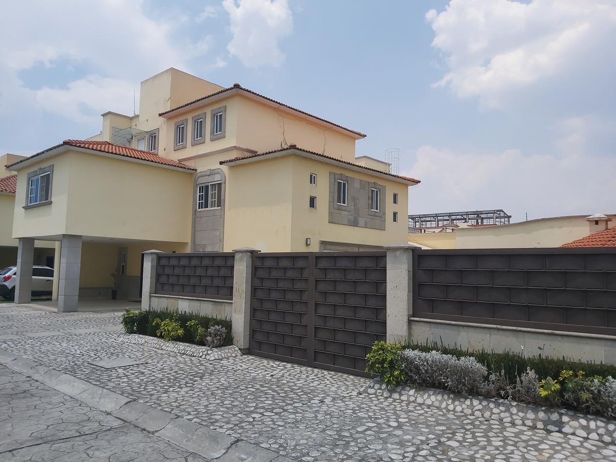 Foto Casa en condominio en Venta en  San Salvador Tizatlalli,  Metepec  CASA EN VENTA 4 RECAMARAS  AV. TECNOLOGICO  METEPEC, EDO DE MEXICO