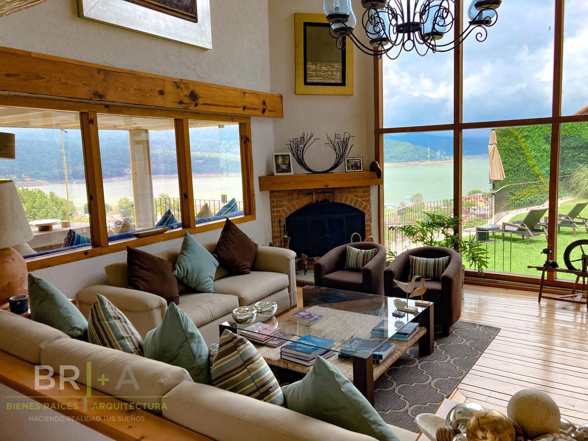 Foto Casa en Renta en  Valle de Bravo ,  Edo. de México   Venta o Renta de casa Con Increíble Vista Al Lago En Valle De Bravo