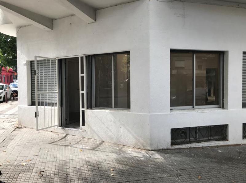 Foto Local en Alquiler en  Cordón ,  Montevideo  Local  en Esquina Comercial, Jackson y Chaná