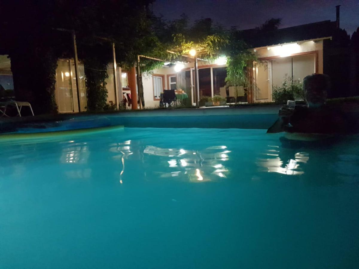 Foto Casa en Alquiler   Venta en  Neuquen,  Confluencia  Barrio Rincón Club de Campo