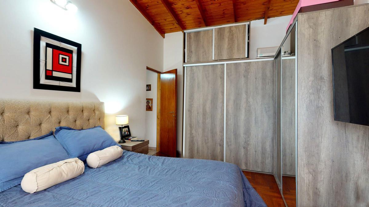 Foto Casa en Venta en  City Bell,  La Plata  461-c E/ 16 y 17