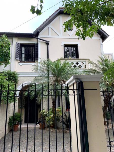 Foto Casa en Venta en  Olivos,  Vicente Lopez  Borges al 1100