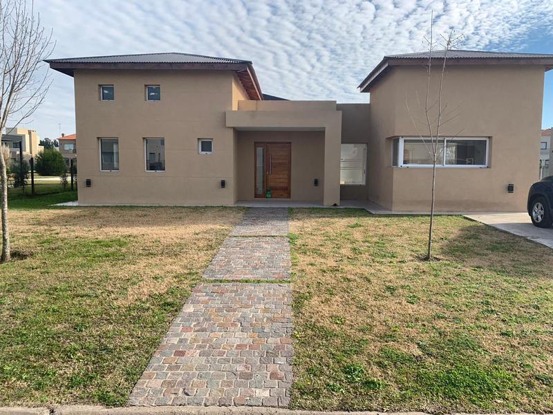 Foto Casa en Alquiler en  Barrio Santa Juana,  Countries/B.Cerrado (E. Echeverría)  Venta/ Alquiler/ Alquiler temporario - Casa en Santa Juana - Canning