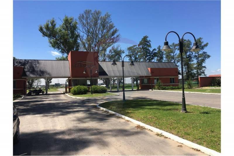 Foto Terreno en Venta en  La Pista,  Ingeniero Maschwitz  Lote a la Laguna de 754 m2 en Barrio El Ensueño, Ing. Maschwitz