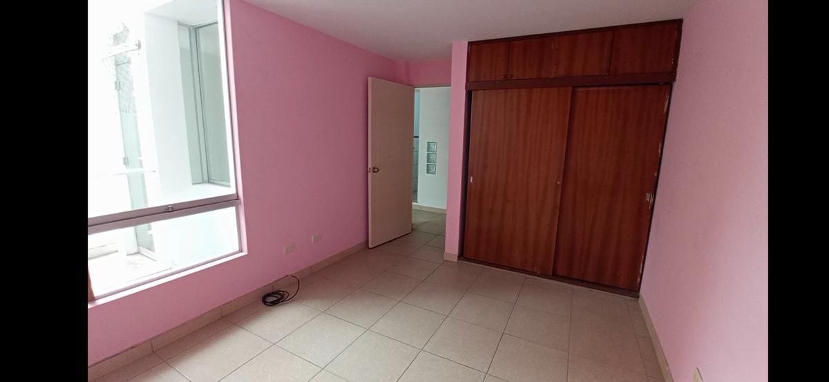 Foto Departamento en Venta en  LA PERLA,  La Perla  Baca Flor