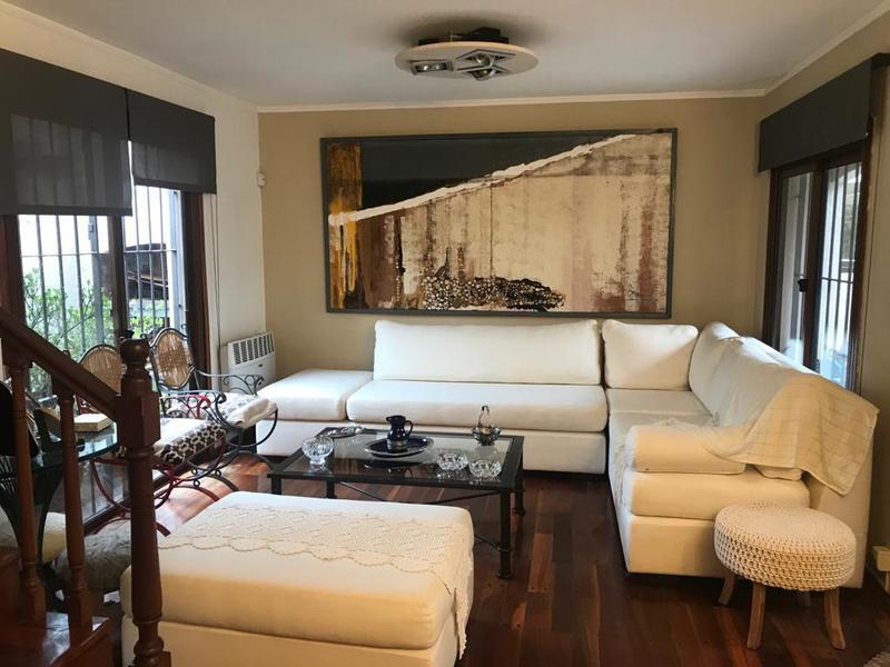 Foto Casa en Alquiler en  Carrasco ,  Montevideo  Casa en Carrasco, dos plantas, impecable