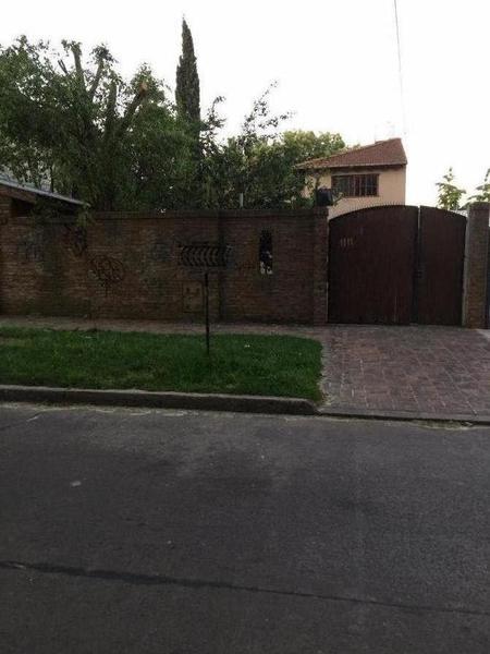 Foto Casa en Venta en  Jose Marmol,  Almirante Brown  Julio Arin 1011