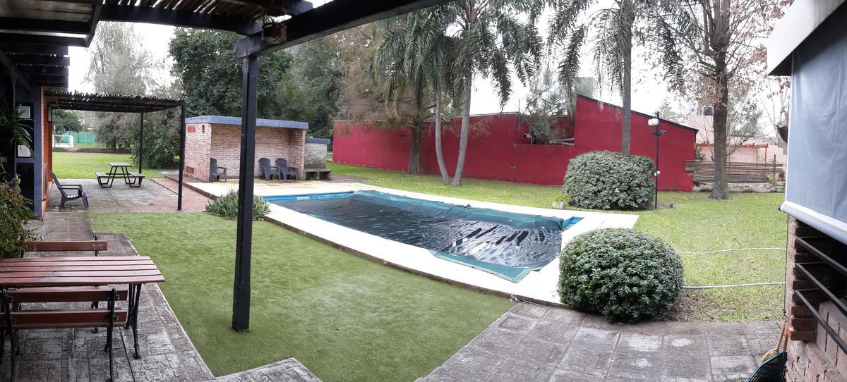 Foto Casa en Venta en  Sauce Viejo,  La Capital  ACEPTAMOS DEPTO EN SANTA FE por importante propiedad en SAUCE VIEJO de 3 dorm. con excelente terreno en esquina