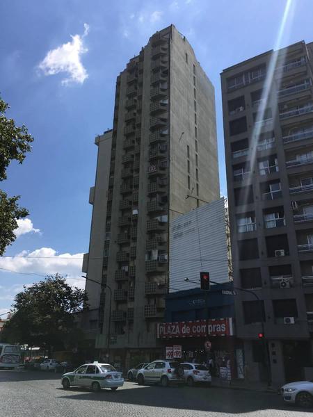 Foto Departamento en Venta en  La Plata,  La Plata  Pza. Italia e/ 7 y Diag.74 (1ºC y 1ºD)