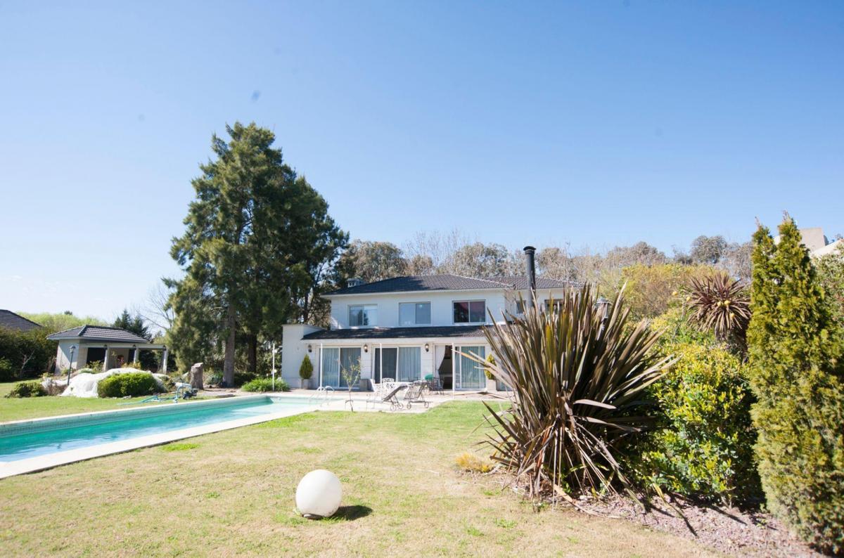 Foto Casa en Alquiler temporario en  Haras Del Sur,  Countries/B.Cerrado (La Plata)  Excelente casa para el verano!