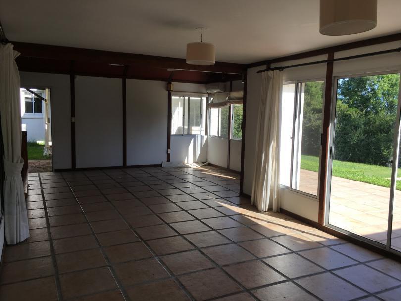 Foto Casa en Venta en  Countries/B.Cerrado (Carrasco) ,  Canelones  Importante residencia en La Tahona