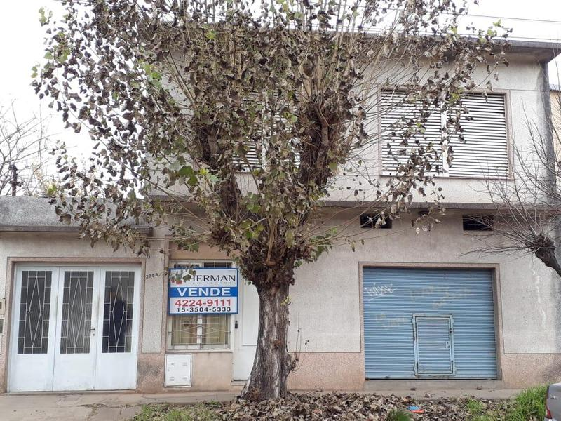 Foto Casa en Venta en  Quilmes,  Quilmes  Berutti 2758