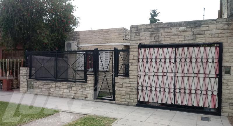 Foto Casa en Venta en  San Jose,  Lomas De Zamora  Alvear al 5000