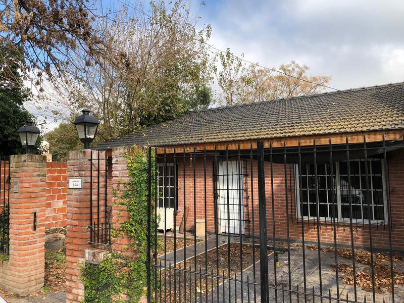 Foto Casa en Venta en  Monte Grande,  Esteban Echeverria  Chimondegui al 600