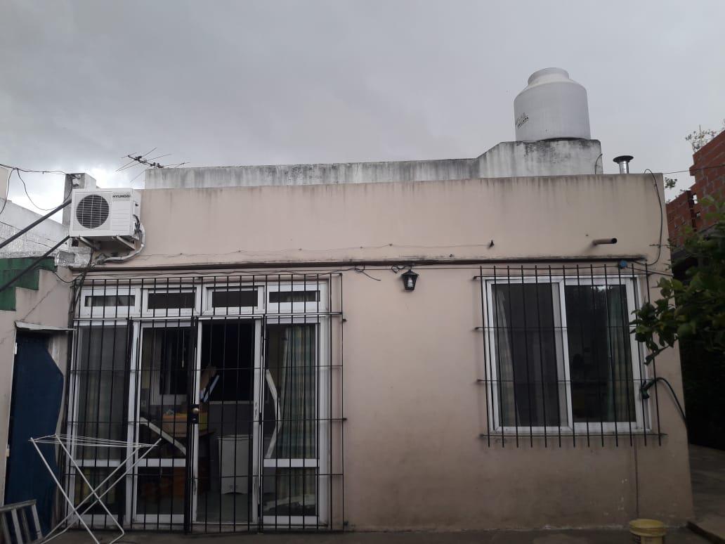 Foto Casa en Venta en  Jose Leon Suarez,  General San Martin  Santa cruz al 2500/Casa     Depto.Jose Leon Suarez