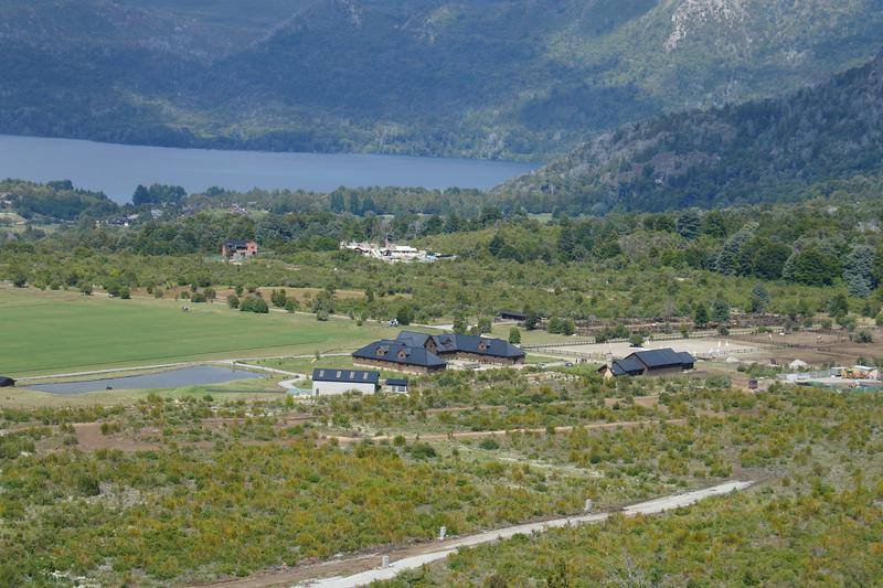 Foto Terreno en Venta |  en  Arelauquen,  Bariloche  Terreno lindero a las canchas de Polo