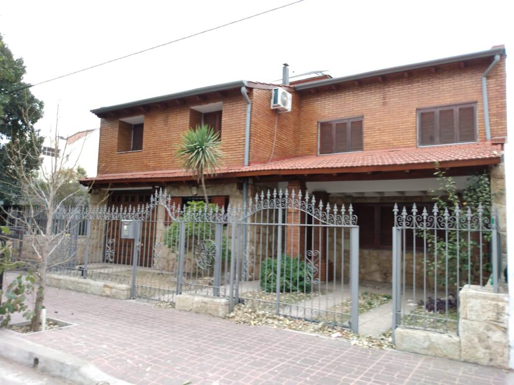 Foto Casa en Venta en  Alto Verde,  Cordoba  Alto Verde * Impecable * 4 dorm * Pileta * Escritura