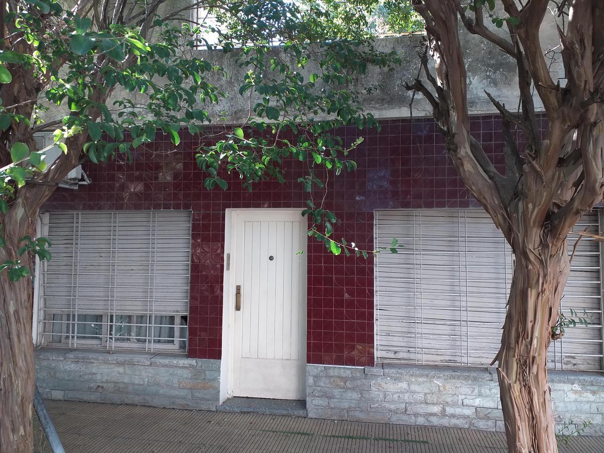 Foto Casa en Venta en  Ramos Mejia Sur,  Ramos Mejia  CASEROS al 400