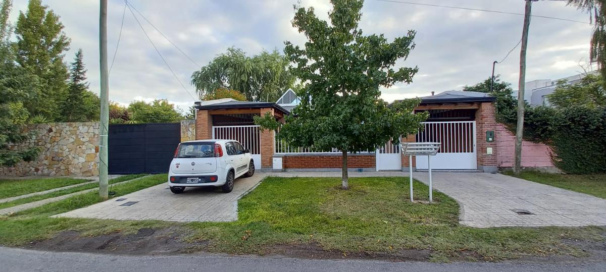 Foto Casa en Venta en  Manuel B Gonnet,  La Plata   24 e/ 506 y 507-MB Gonnet-La Plata