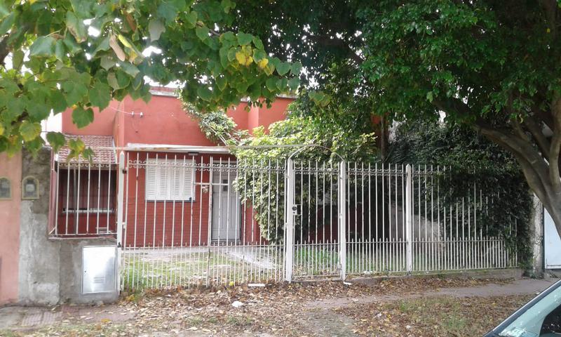Foto Casa en Alquiler en  Monte Chingolo,  Lanus  Sitio de Montevideo al 4300