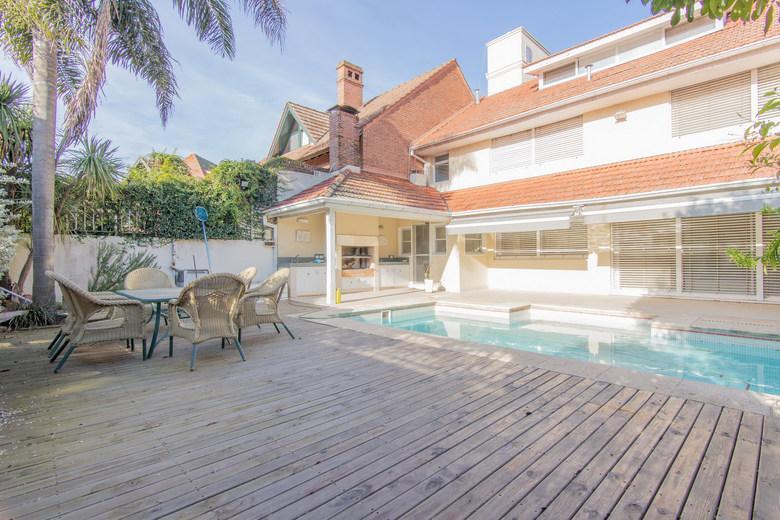 Foto Casa en Venta | Alquiler en  Mart.-Vias/Libert.,  Martinez  Colon al 900