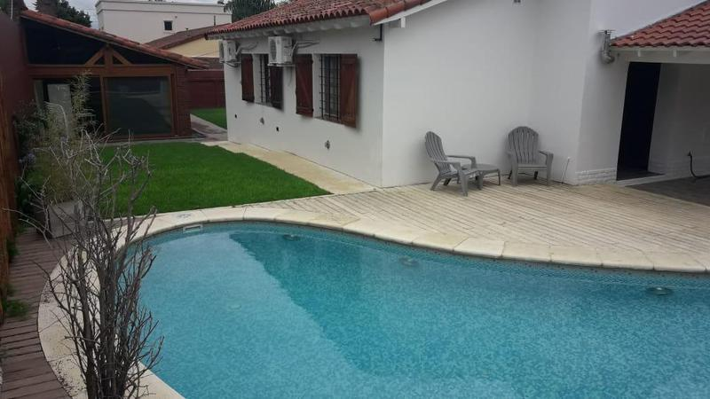 Foto Casa en Venta en  Ezeiza ,  G.B.A. Zona Sur  Juan B. Justo y B. Roldan al 100 - Barrio Uno