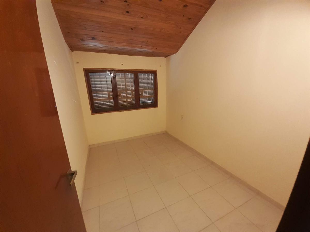 Foto Casa en Venta en  Sudoeste,  Rosario  Regimiento Once  al 2700
