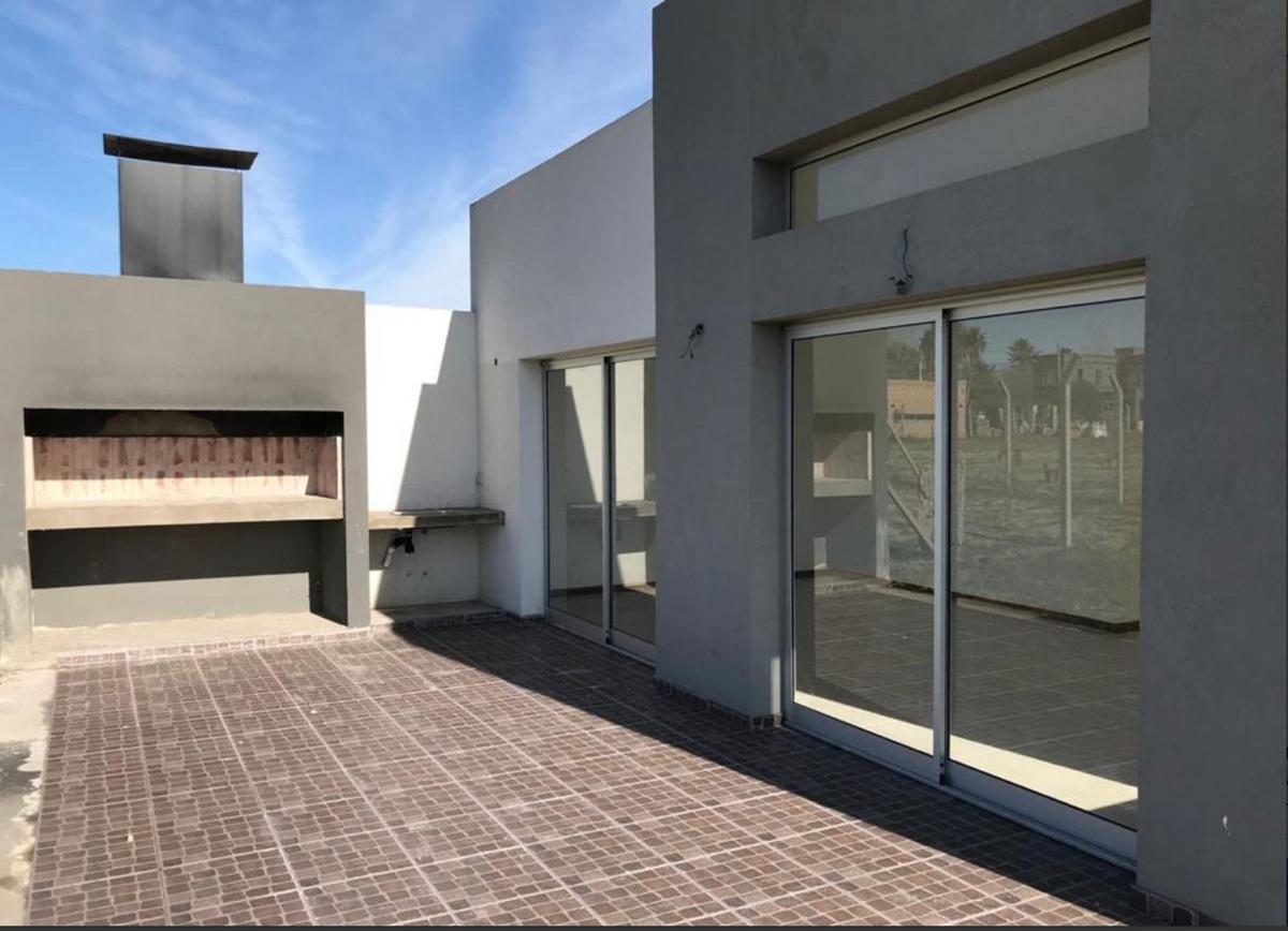 Foto Casa en Venta en  Manuel B Gonnet,  La Plata  487 Esquina 133