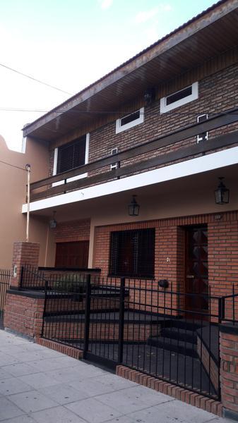 Foto Casa en Venta en  Banfield Este,  Banfield  Chacabuco 183