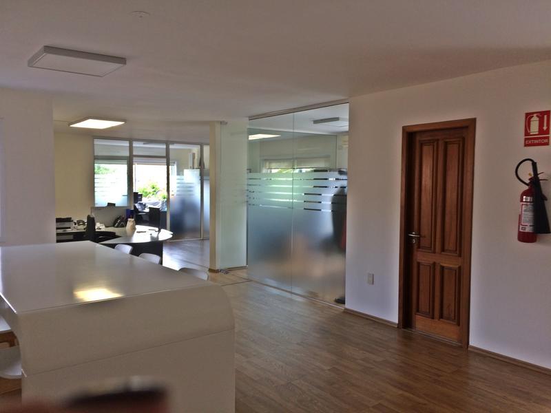 Foto Oficina en Alquiler en  Carrasco ,  Montevideo    Oficina  Metros del mar y Centro de Carrasco