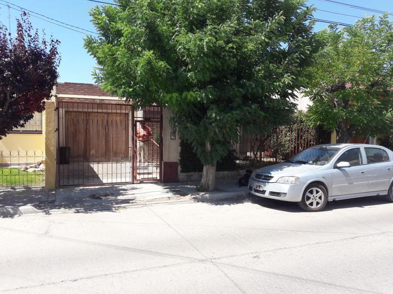 Foto Casa en Venta en  Trelew ,  Chubut  Javiera Sosa al 800