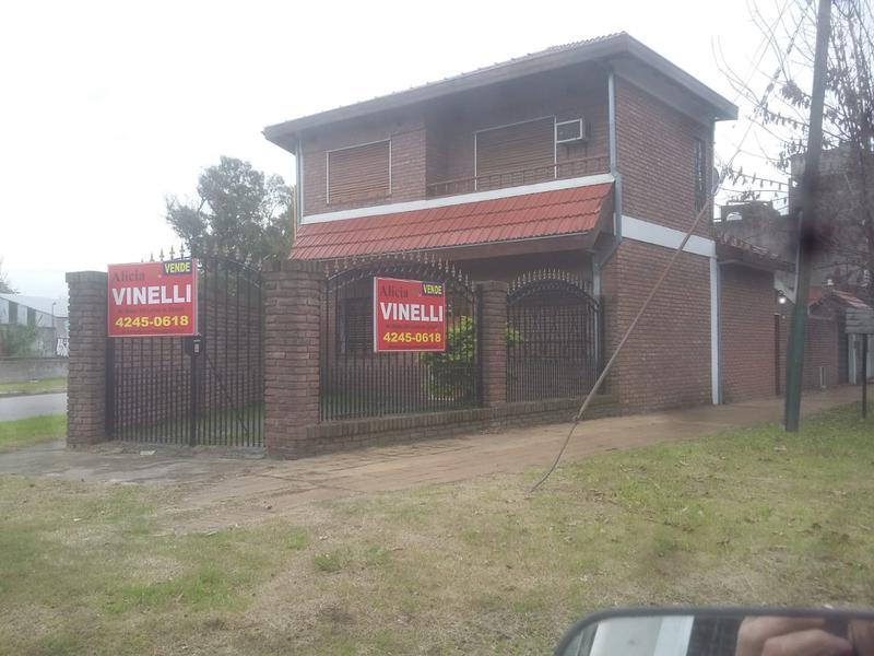 Foto Casa en Venta en  Lomas de Zamora Oeste,  Lomas De Zamora  Amado Nervo al 600