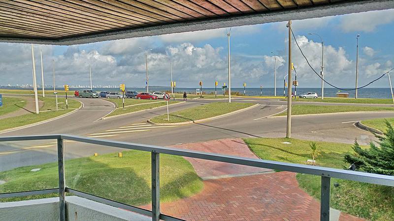 Foto Departamento en Venta en  Playa Mansa,  Punta del Este  APARTAMENTO EN VENTA PRIMERA LINEA PINARES