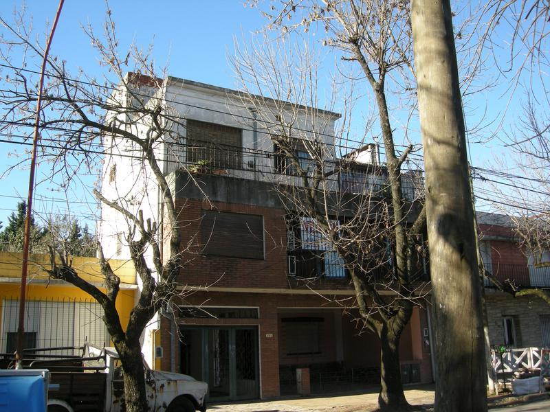 Foto Departamento en Venta en  Esc.-Centro,  Belen De Escobar  Colon 300