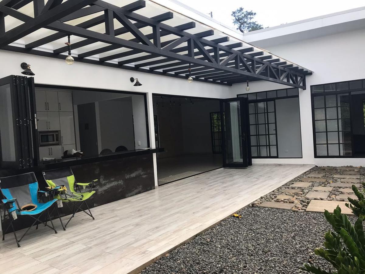 Foto Casa en Venta en  Mastate,  Orotina  Orotina/ Moderna/ Piscina/ Amplia/ Independiente