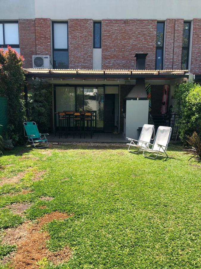 Foto Casa en Venta en  Manuel B Gonnet,  La Plata  27 y 511
