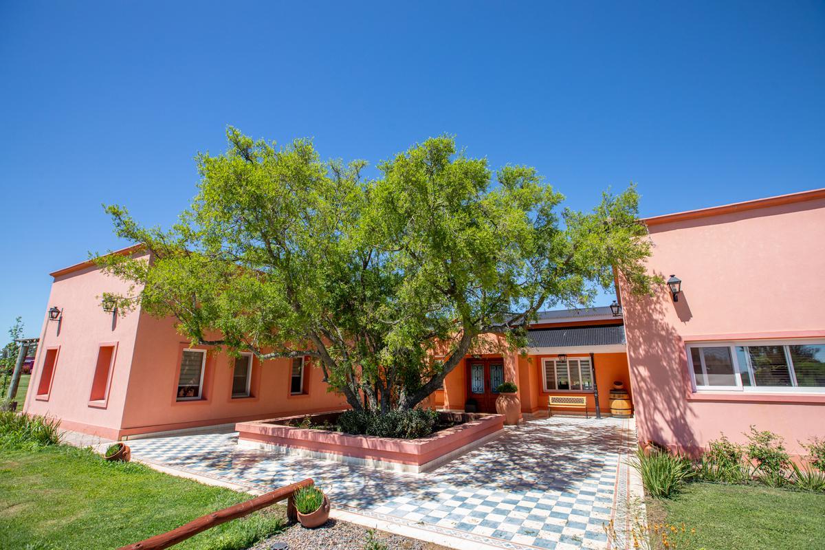 Foto Casa en Alquiler en  Chacras de la Trinidad,  Countries/B.Cerrado (Cañuelas)  Alejandro Petion al 100