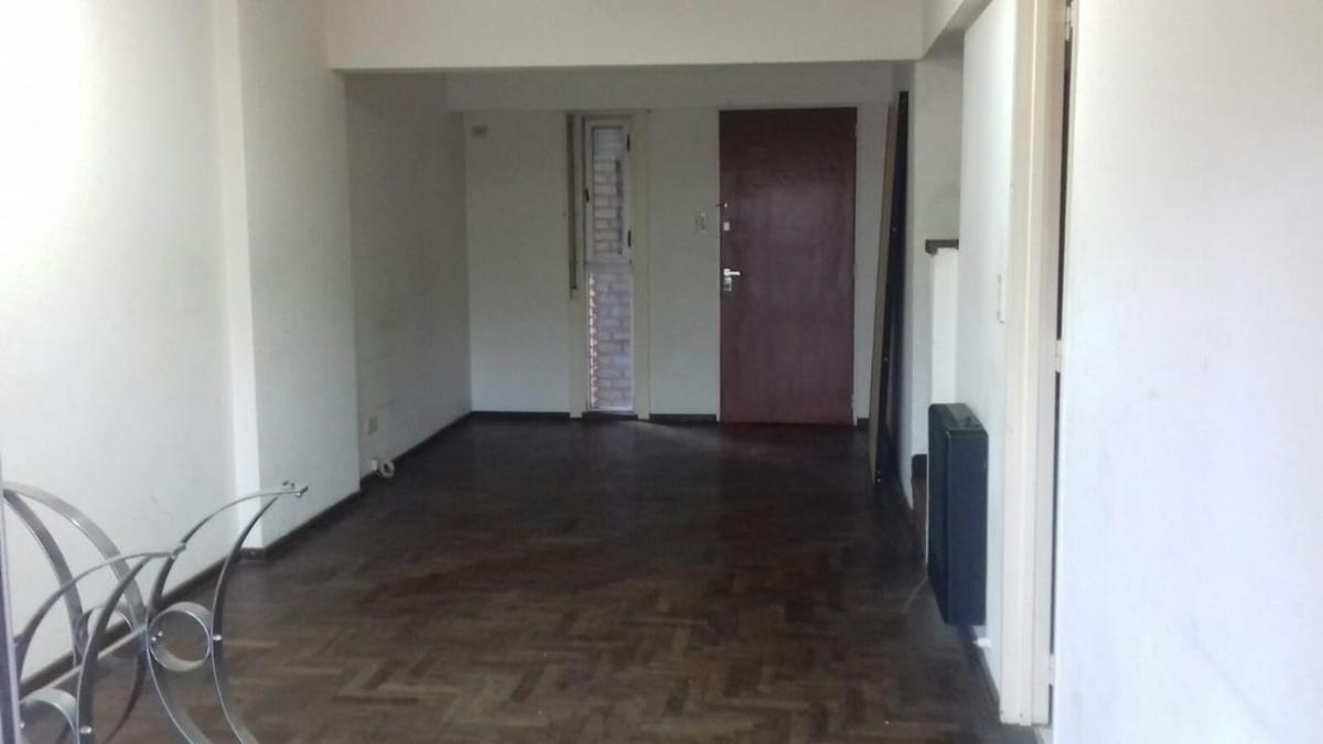 Foto Departamento en Venta en  Rosario,  Rosario  2 dormitorios - Duplex con cochera - Gas Rehabilitado - Urquiza 1362