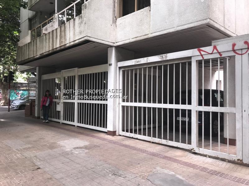 Foto Cochera en Alquiler en  La Plata ,  G.B.A. Zona Sur  1 y 57
