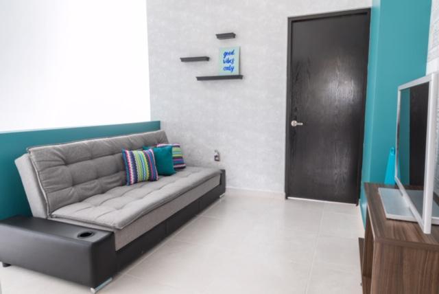 Foto Casa en Venta en  Fraccionamiento Cumbres Residencial,  Boca del Río  CUMBRES RESIDENCIAL, Casa en VENTA a estrenar con estancia de TV y jardín, (RB)