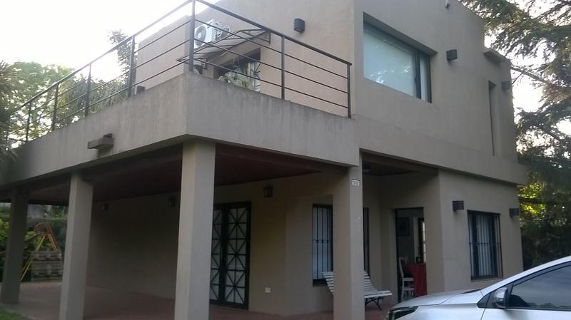Foto Casa en Alquiler temporario en  Barrio Parque Leloir,  Ituzaingo  de la Cueca al 2700