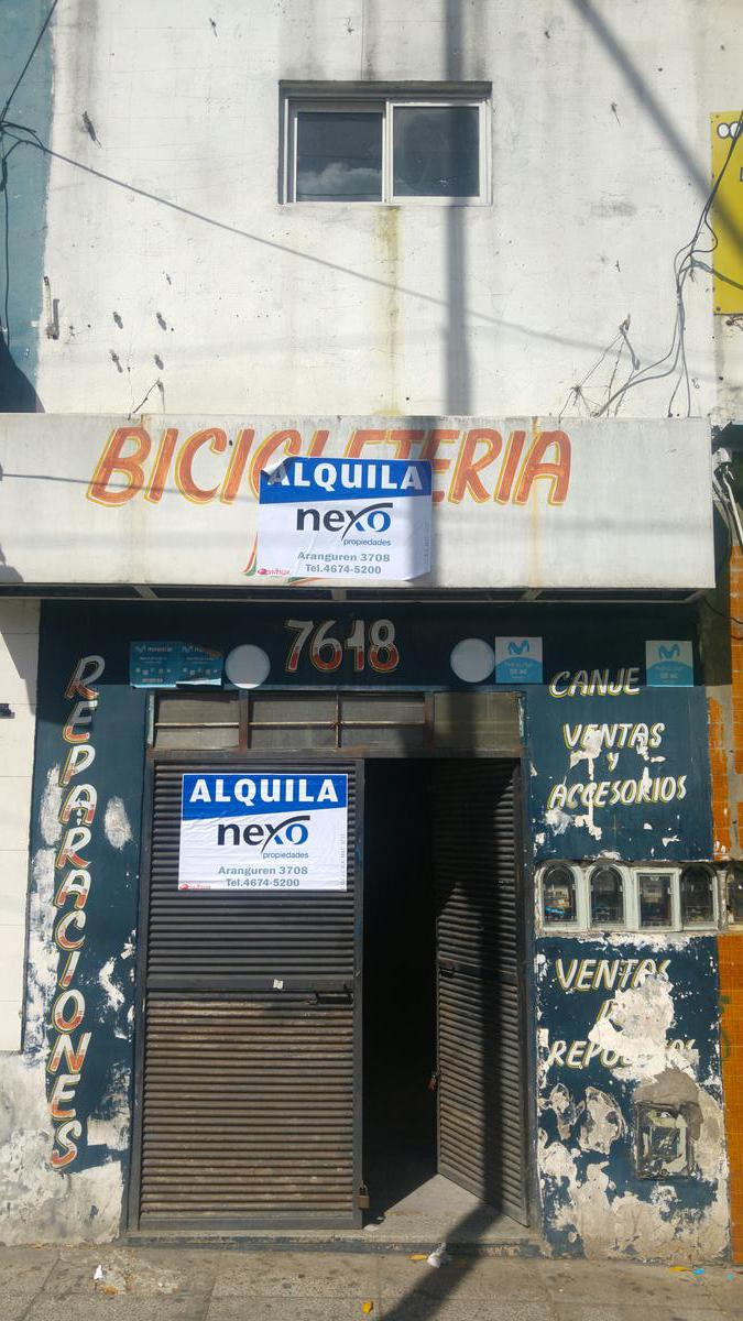 Foto Local en Alquiler en  Flores ,  Capital Federal  Avenida Rivadavia al 7600