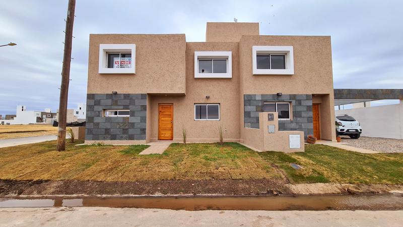 Foto Casa en Venta en  San Ignacio Village,  Cordoba Capital  HOT SALE! San Ignacio Village Manantiales - 2 dorm, calefacción central!